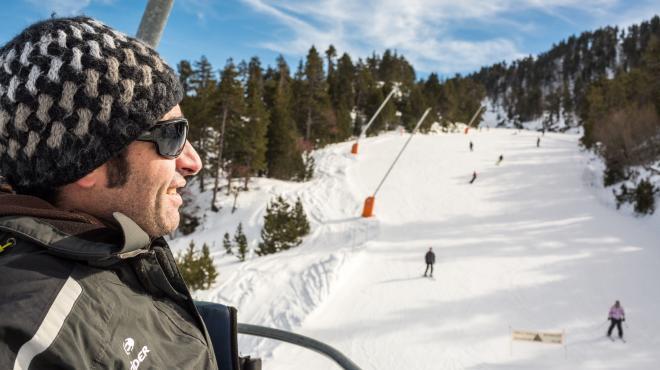 Skieur sur les pistes des PO